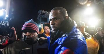 El juez fija una fianza de un millón de dólares para el cantante R. Kelly, acusado de abusar de tres menores