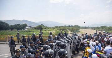 La 'batalla' del puente Simón Bolívar se estrella con el muro de los militares