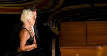 Леди Гага считает Брэдли Купера творческим гением