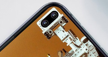 These wallpapers are perfect for the Galaxy S10's hole-punch camera