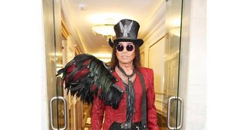 Валерий Леонтьев удивил публику фантастическим нарядом с крылом