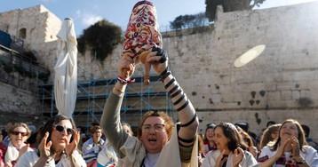Miles de ultraortodoxos acosan a las Mujeres del Muro en Jerusalén