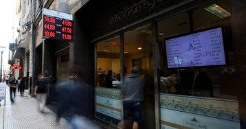 Argentina sube el interés de la deuda para frenar la caída del peso