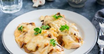 Куриные отбивные с грибами и сыром в духовке