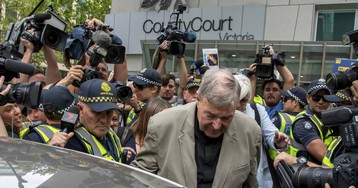 El cardenal australiano George Pell, condenado a seis años de prisión por pederastia