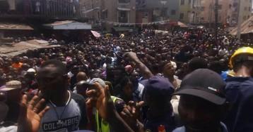 Más de 100 niños atrapados en el derrumbe de una escuela en Lagos, la ciudad más poblada de Nigeria