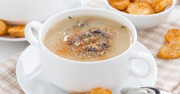 Постный суп-пюре из картофеля с грибами и гренками