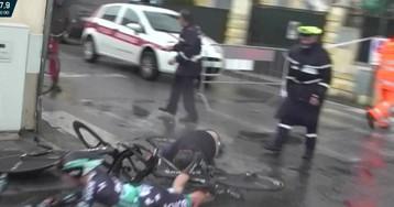 Dos ciclistas profesionales atropellan a un peatón en una carrera en Italia
