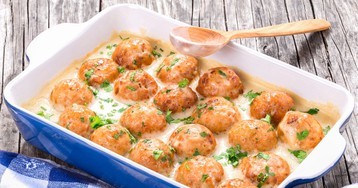 Рецепт приготовления куриных шариков в сырно-сливочном соусе