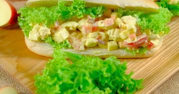 Сендвич с куриным салатом и яблоком