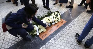 San Sebastián coloca las primeras cuatro placas en memoria de víctimas del terrorismo
