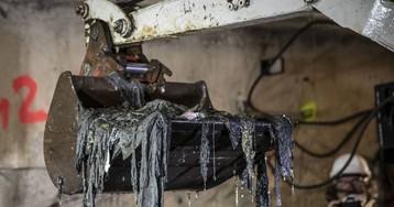 Valencia ya ha sacado 5.000 toneladas de toallitas que taponaban casi dos kilómetros de un colector