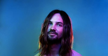 "Tame Impala Premiere New Song ""Borderline"" on Debut 'SNL' Performance"