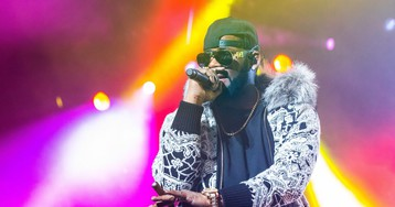 Watch: R. Kelly pleads for the press to 'take it easy' on him while he's 'chillin' as he faces 10 counts of sexual abuse