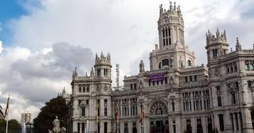 La Autoridad Fiscal avisa de que los ayuntamientos ya tienen más dinero en los bancos que deuda