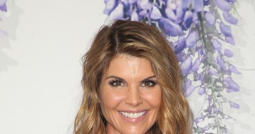 Lori Loughlin Had An 'Obsession' With Getting Her Daughters Into USC, Says Source!