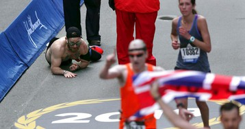 Marine who crawled across Boston Marathon finish line for fallen comrades invited to run NYC Marathon