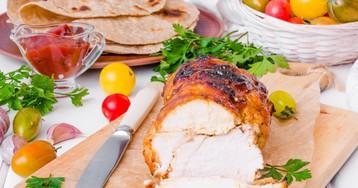 Пастрома из куриного филе в медовой глазури