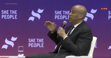 """Cory Booker defends Ilhan Omar over AIPAC comments that Pelosi flagged for """"anti-semitic tropes"""""""