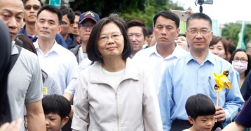 Taiwan's president reaffirms anti-nuclear stance at march