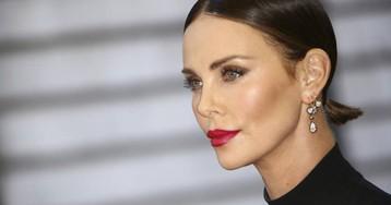 Charlize Theron relata cómo un productor intentó abusar de ella