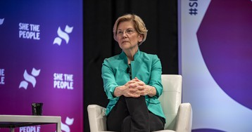 Sen. Elizabeth Warren lambasts JP Morgan Chase after bank's insane Tweet chastising customers