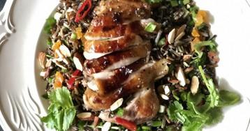 Хрустящие куриные окорочка с черным рисом