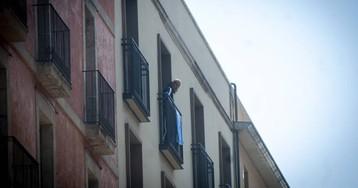 Ocupados 22 pisos de un edificio nuevo del Raval