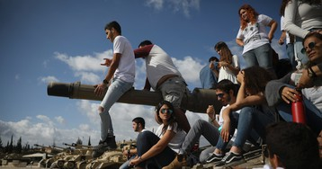 Israel marks somber Memorial Day with wailing siren