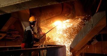 Trump impone nuevas sanciones a Irán, centradas en el estratégico sector de los metales industriales