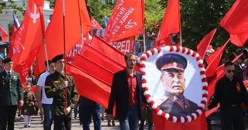 У войны не усатое лицо: «Бессмертные полки» заполонили фотографии Сталина
