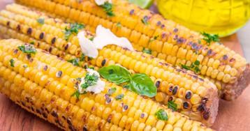 Аппетитная кукуруза с маслом и зеленью