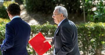 El juez prohíbe salir de España al exembajador Morodo implicado por blanqueo