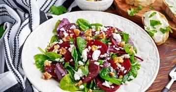 Салат со свеклой, сыром и орехами