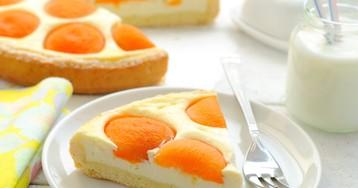 Летний пирог с творогом и абрикосами