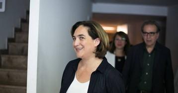 Las bases de Colau avalan que siga en la alcaldía con el PSC y los votos de Valls