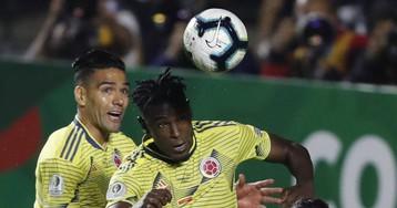 Duván Zapata irrumpe en la Colombia de Queiroz