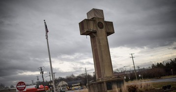 Supreme Court Backs 40-Foot Cross in Maryland Intersection