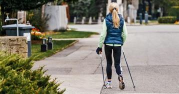 Скандинавская ходьба – модный фитнес: в 2 раза эффективнее бега, работает 90% мышц