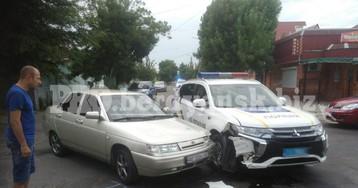 В Бердянске машина с отдыхающими влетела в полицейский автомобиль