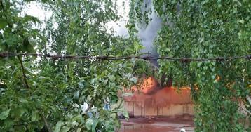 Густий дим до небес: у Києві палають склади секонд-хенду