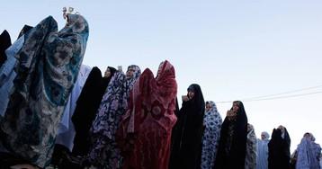 La brutalidad en la detención de una adolescente indigna a Irán