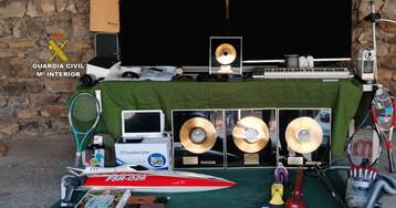 La Guardia Civil recupera 4 discos de oro robados en la casa mallorquina del 'Sabina austriaco'