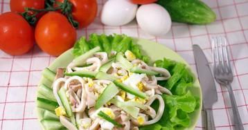 Легкий салат из кальмаров