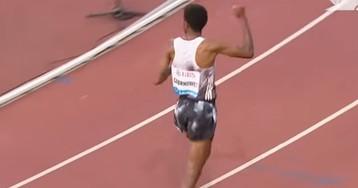 Эфиопский бегун обогнал всех на дистанции в пять километров и начал праздновать победу, но, оказалось, рано (видео)