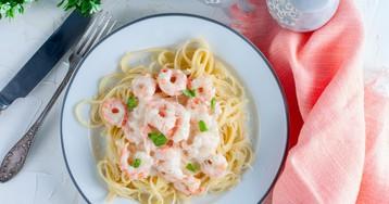 Вкуснейшая паста с креветками в чесночно-сливочном соусе