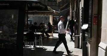 """Un camarero pierde la custodia compartida de sus hijos por sus """"largas jornadas"""" laborales"""