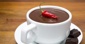 Горячий шоколад с коньяком и перцем чили