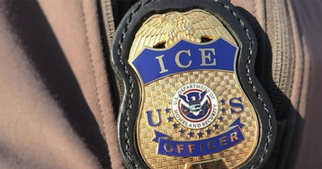 Neighbors form human chain to prevent ICE agents from taking Tennessee man: reports