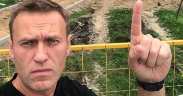 Навального доставили в отделение «в одних трусах»